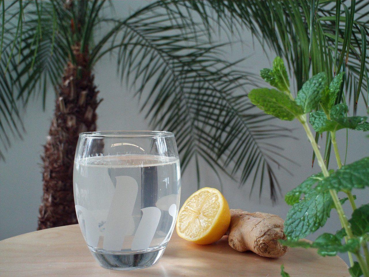 Boire beaucoup d'eau pour favoriser l'élimination des toxines dans le corps