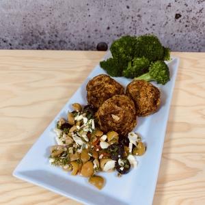 Commandez repas prêt à manger végétarien, boulettes de patates douces olives et feta