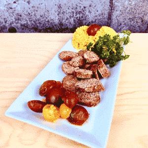 Commandez repas prêt à manger, saucisses biologiques aux tomates