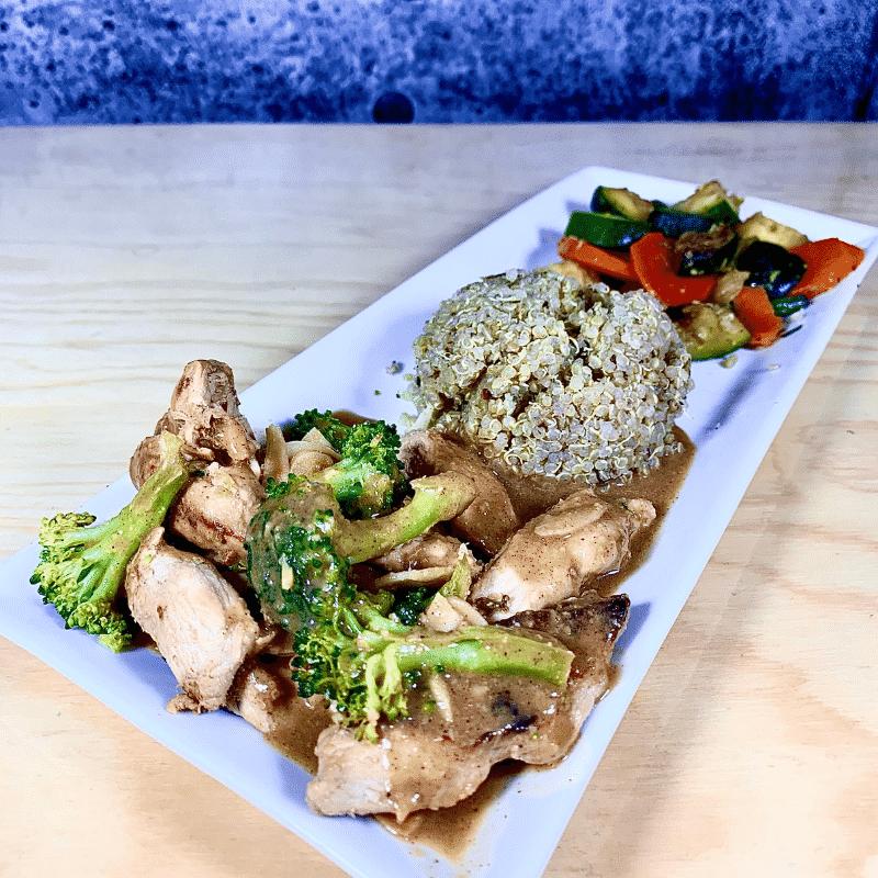 Commandez repas prêt à manger poulet biologique thailandais