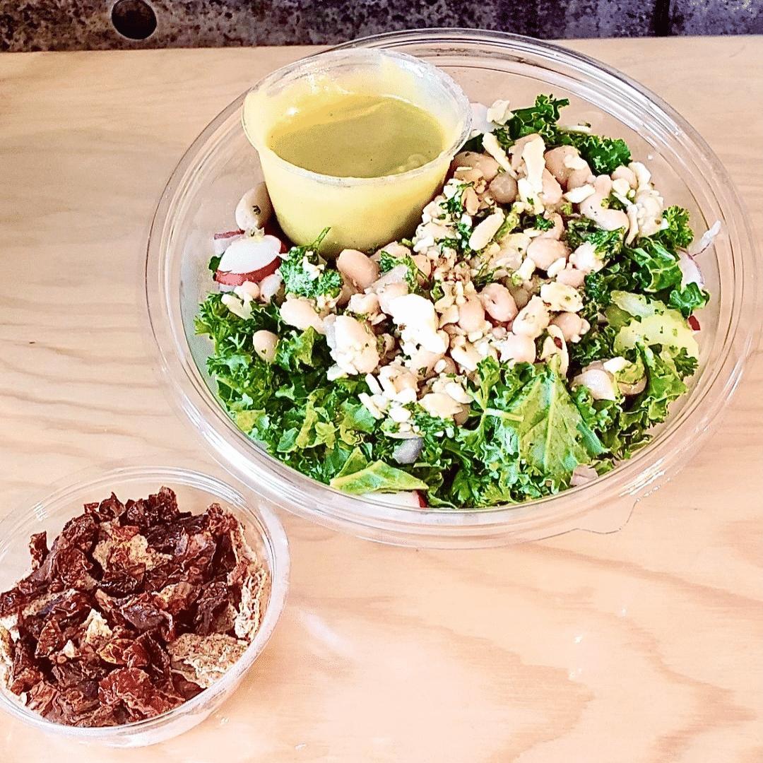Commandez votre salade-repas prête à manger aux haricots blancs marinés